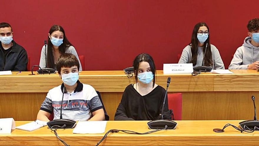 El pleno infantil de Ponteareas debate sobre el acoso escolar