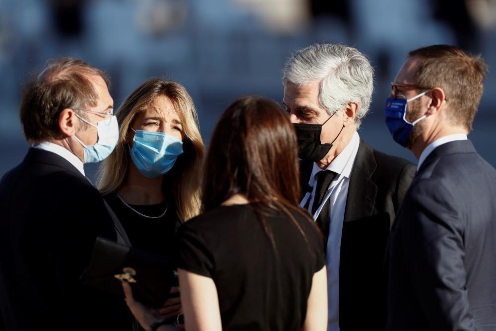 El Estado homenajea a las víctimas del virus y ...