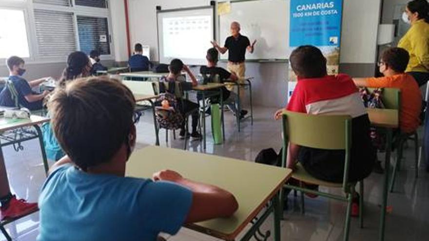 'Canarias, 1500 km de costa' arranca sus charlas para prevenir ahogamientos en el IES Bañaderos