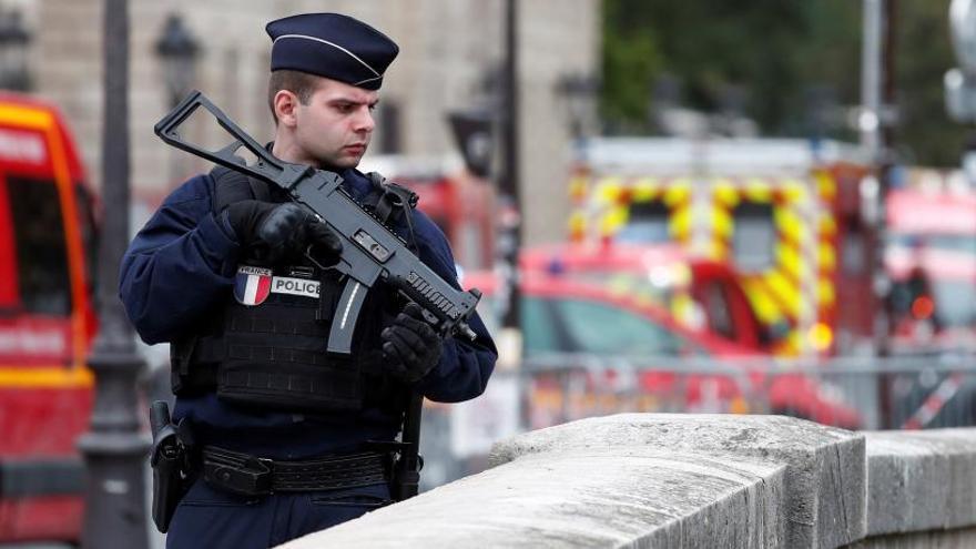 El asesino de la comisaría de París se había radicalizado