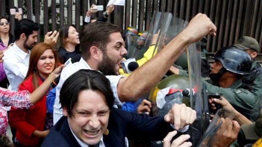 El Parlament veneçolà demana la destitució dels magistrats del Suprem