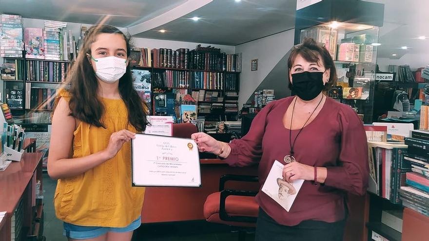 Una niña de Moraleja, ganadora del concurso de Microrrelatos de la Feria del Libro