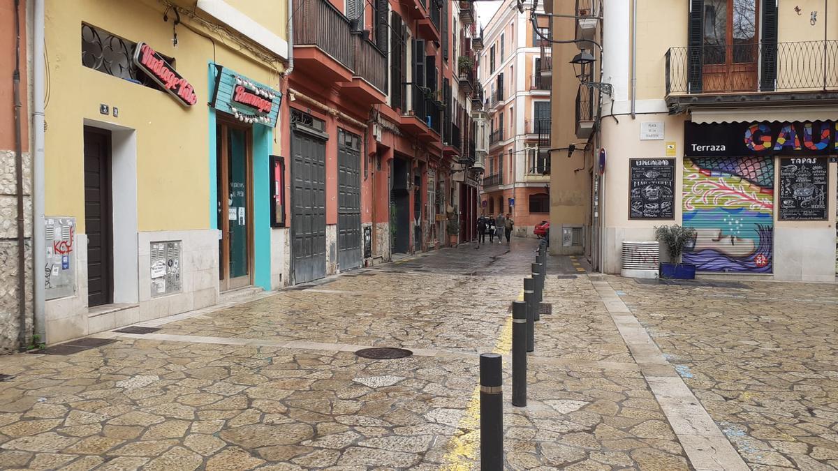 Imagen de la calle Pes del Formatge que Cort quiere peatonalizar cuando, en la práctica, ya lo es.