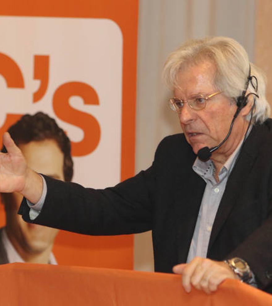 El eurodiputado Javier Nart compara el acoso sexual sufrido por la política de Ibiza Gloria Santiago con un atraco y Twitter estalla
