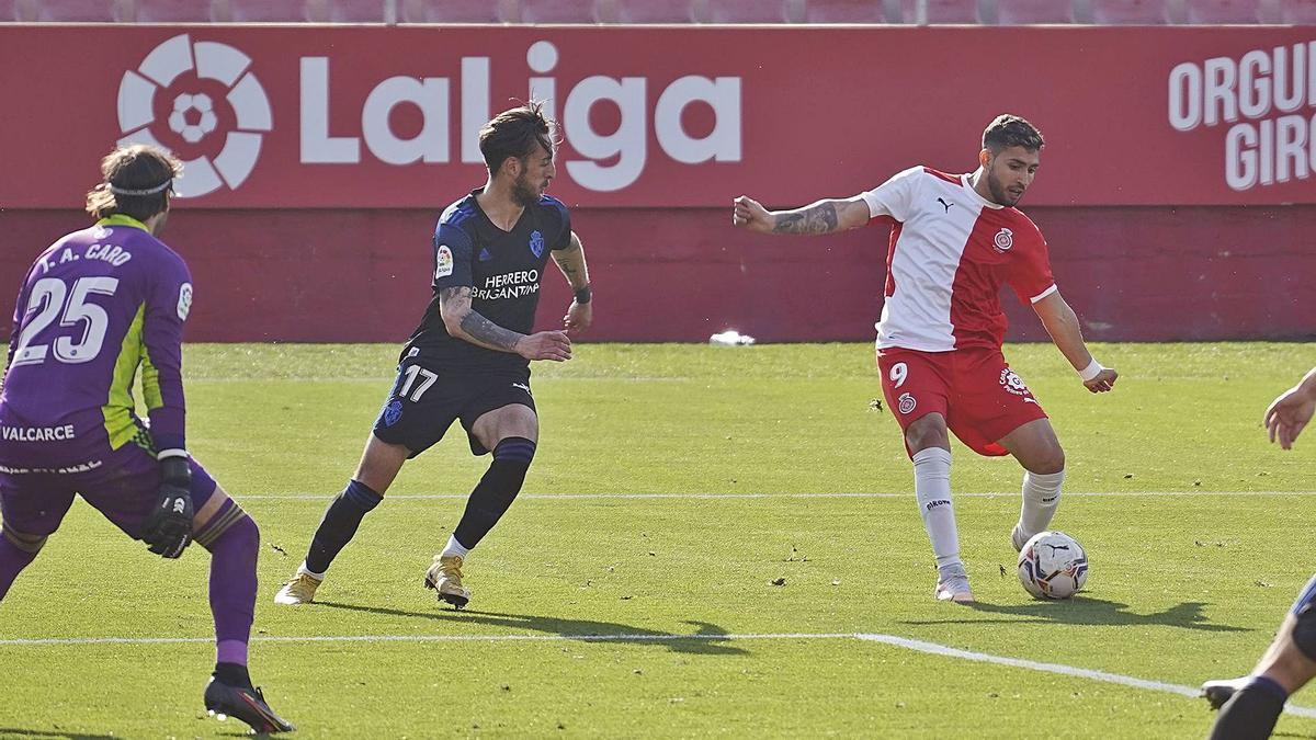 Nahuel Bustos, durant el partit en el qual va marcar el seu primer gol a Segona, contra el Ponferradina. | MARC MARTÍ