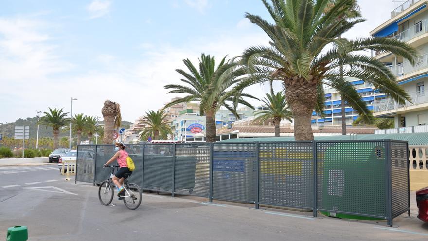 Orpesa reviste los contenedores del paseo de la playa de La Concha
