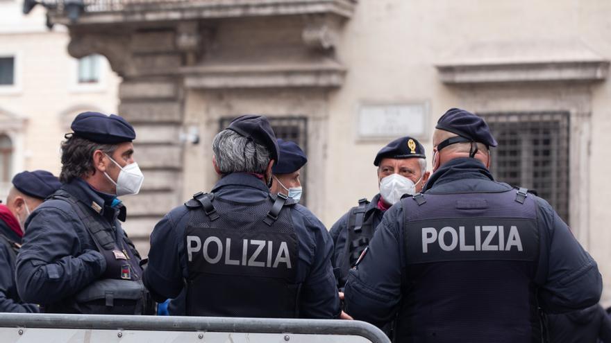 Encuentran un explosivo en el coche de un funcionario romano