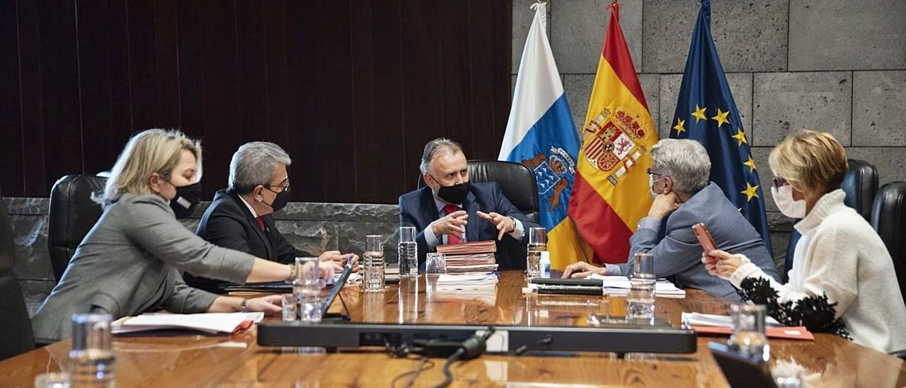 Reunión del Consejo de Gobierno, ayer, en Santa Cruz de Tenerife.. | | EUROPA PRESS