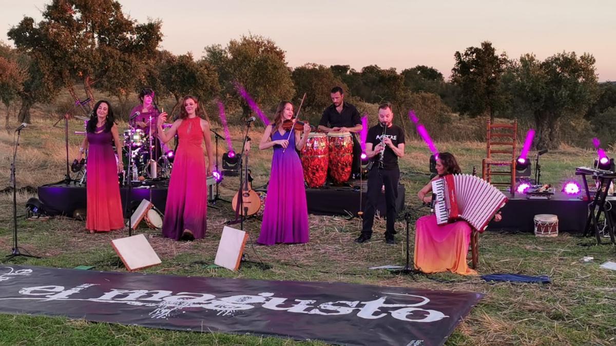 El grupo EnVerea grabó el año pasado una actuación en el campo para una edición online de El Magusto.