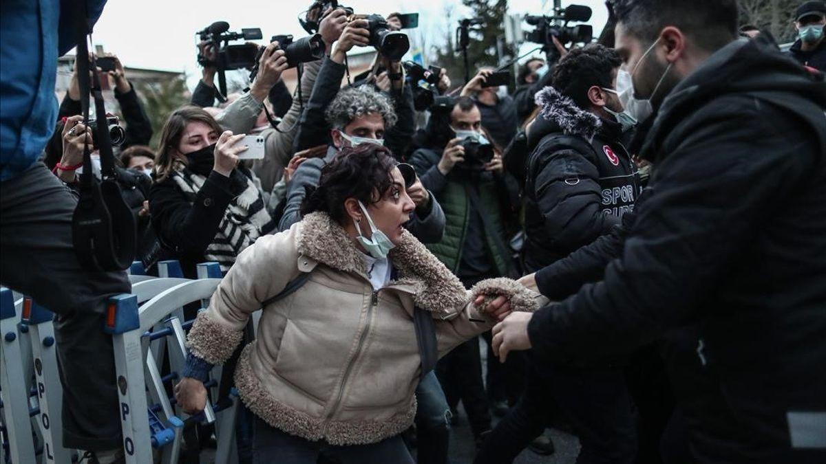 """Erdogan revela un nuevo """"plan de derechos humanos"""" en plena represión de las protestas universitarias"""