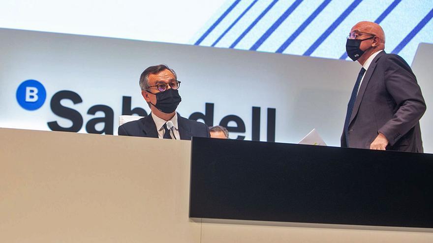 Los accionistas del Sabadell certifican la nueva hoja de  ruta de la entidad en solitario
