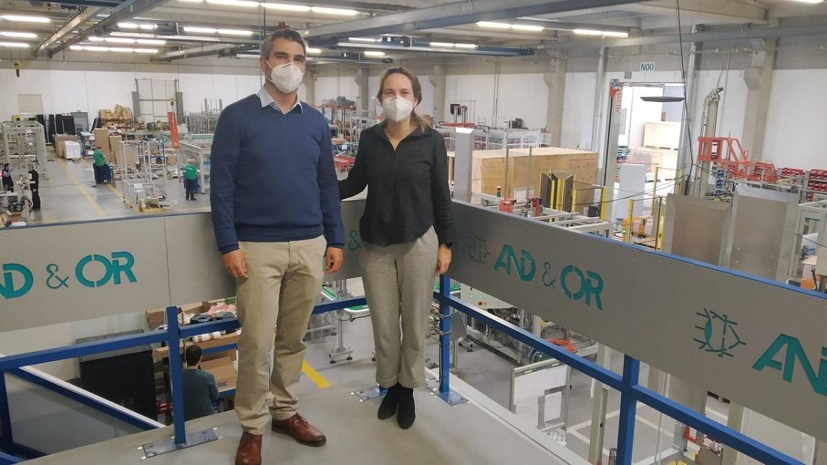 Pedro Herranz, socio fundador de MasFabEs, junto a una de las responsables de And&Or.