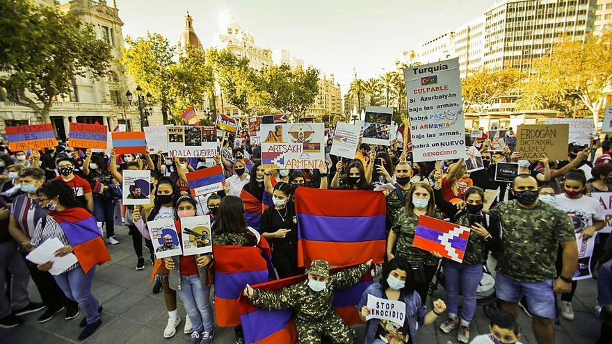 La colonia armenia reza por sus muertos en la guerra del Karabaj