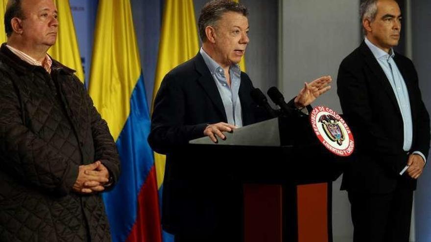 Santos y la guerrilla del ELN ordenan un alto el fuego bilateral desde hoy