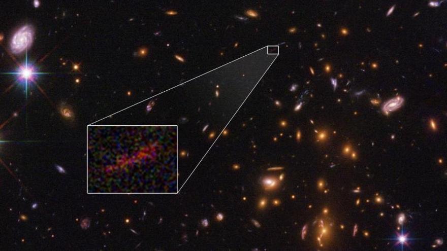 Dos satélites en una galaxia del tamaño de la Vía Láctea