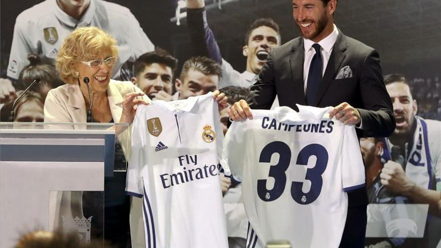 El Real Madrid festeja la Liga en el ayuntamiento y la Comunidad