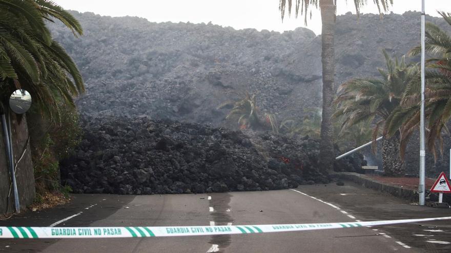 Los técnicos descartan nuevas evacuaciones en La Palma y esperan que la colada más activa vaya al mar