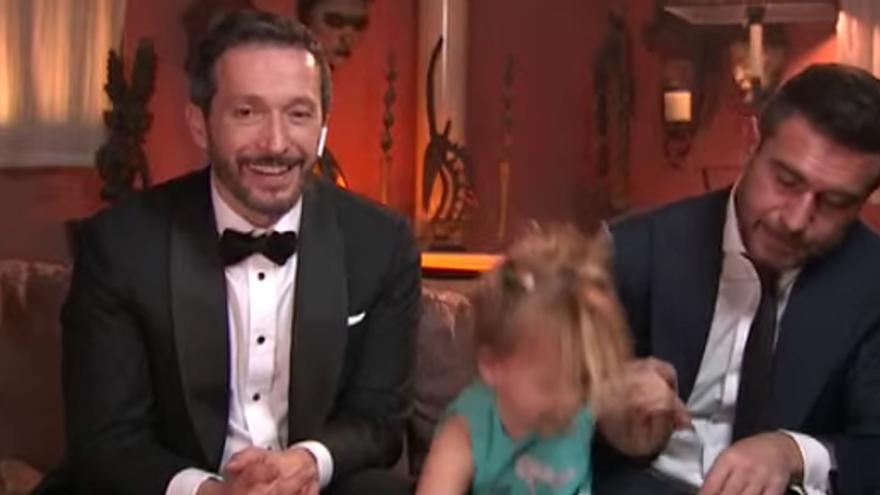 La 'convidada sorpresa' de Salvador Calvo, director d'«Adú», a la catifa vermella casolana dels premis Goya