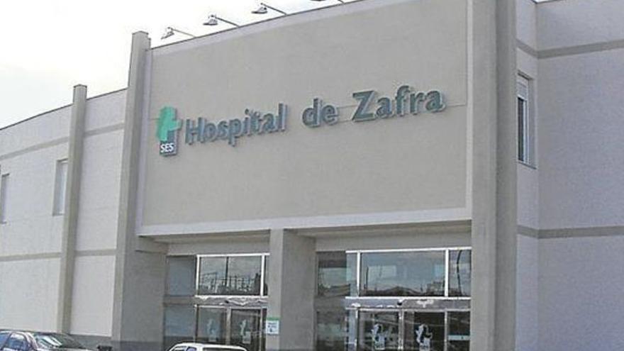 Un herido al salirse de la vía un turismo en Valencia del Ventoso