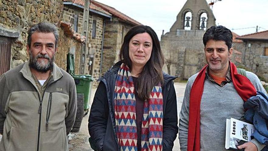 Vicente Palacios, Bárbara Martí y Bilal Habib ayer en Villardeciervos.