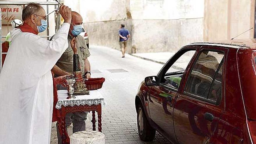 Sant Cristòfol bendice cientos de vehículos, hasta coches de juguete