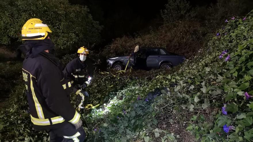 Herida tras despeñarse su vehículo por un desnivel de 10 metros en Valleseco