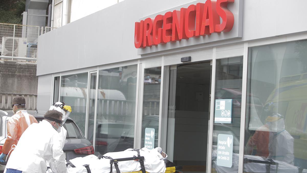 Un paciente de coronavirus ees ingresado en un hospital. de A Coruña