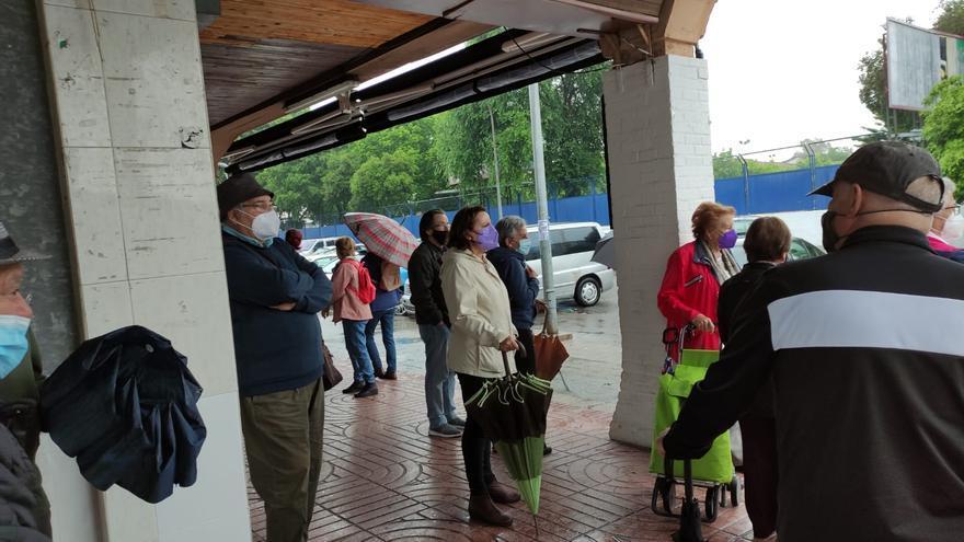 Concentración de vecinos para exigir mejoras en el barrio del Santuario