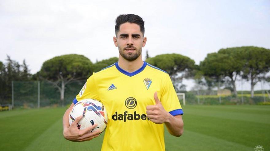 OFICIAL: El Valencia traspasa a Rubén Sobrino al Cádiz