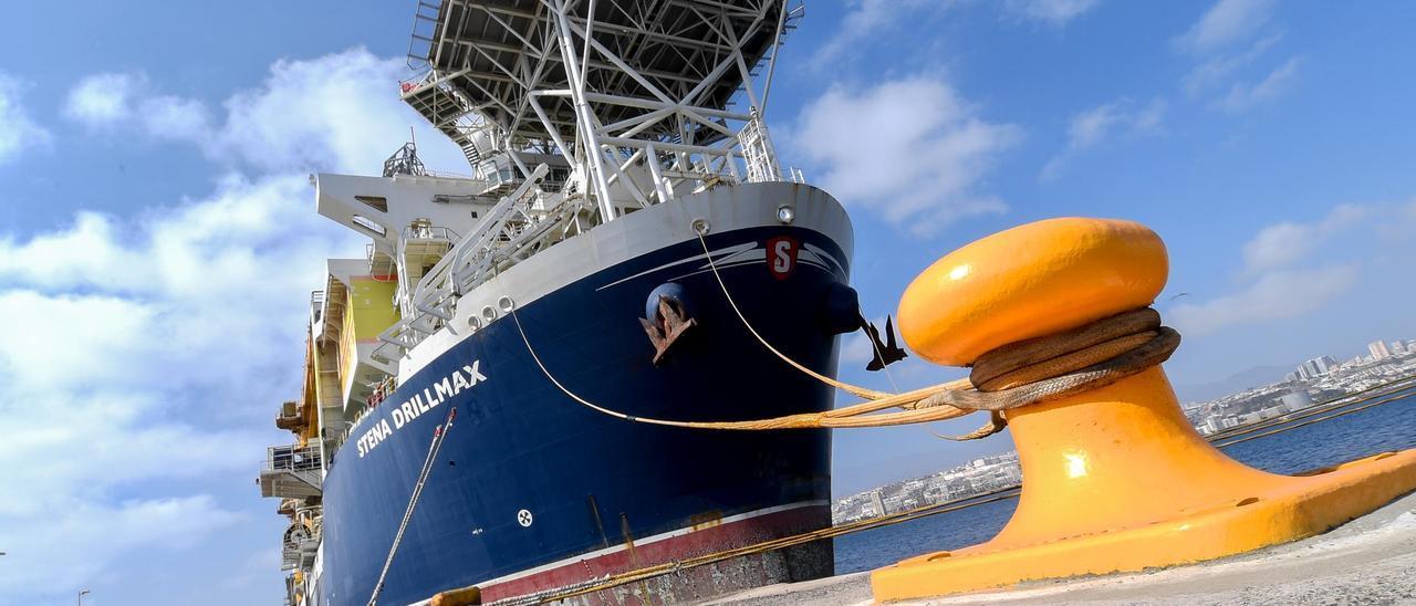 Buque perforador Stena Drillmax, atracado en el Puerto de Las Palmas.