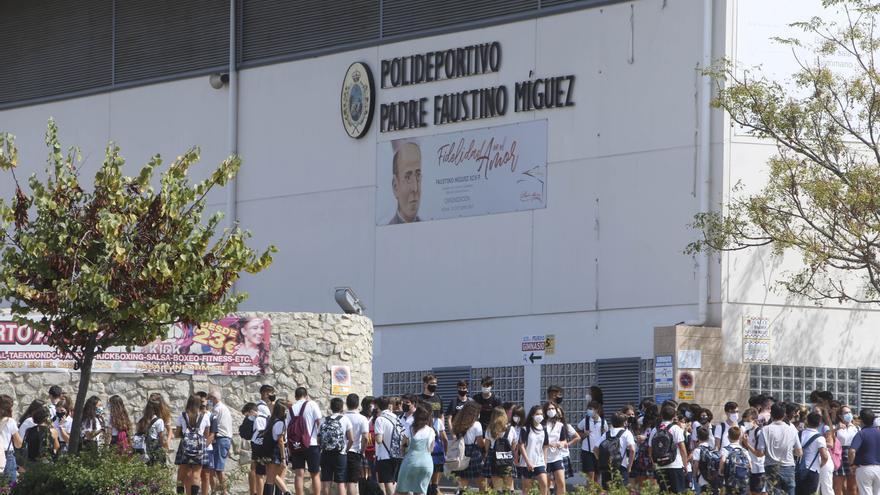 330 estudiantes y 30 profesores en cuarentena tras el cierre de 18 aulas en la provincia