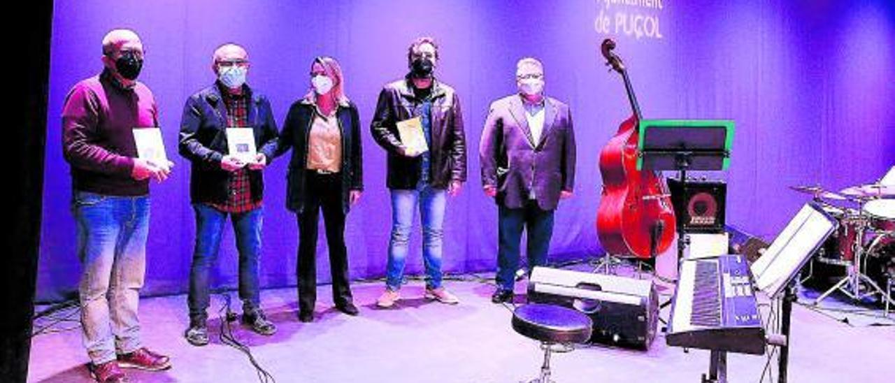 Los gandores de los premios Vila de Puçol junto a la alcaldesa Paz Carceller. | A. P.