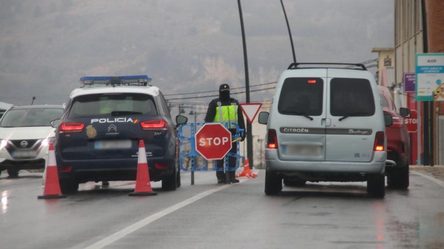 Intensifican el dispositivo policial en Alcoy para cumplir el cierre perimetral