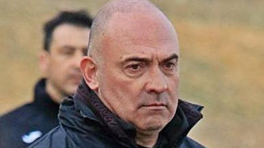 """Santi Redondo, entrenador del CD Benavente: """"Es pronto pero empiezo a ver lo que quiero"""""""