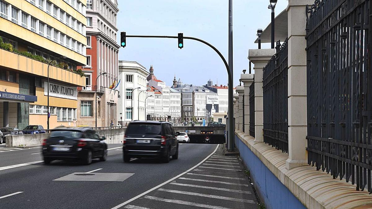 Señal de limitación de velocidad a 30 kilómetros por hora, en el túnel.  | // CARLOS PARDELLAS