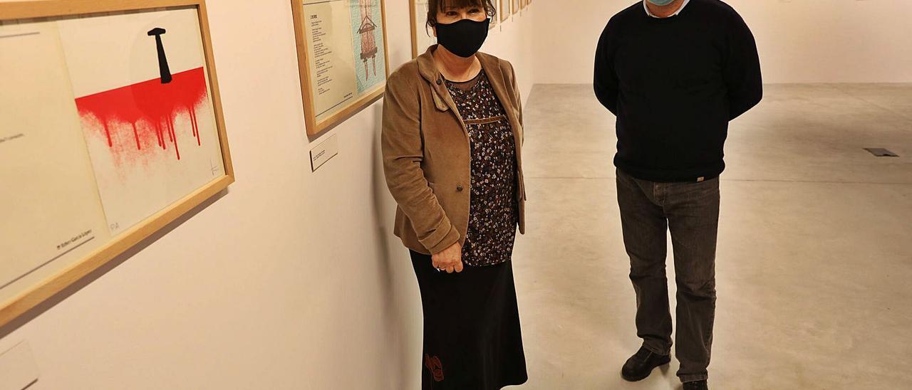 Esther García y Fermín Santos, ayer, en el acto inaugural de la exposición en el Valey. | Ricardo Solís