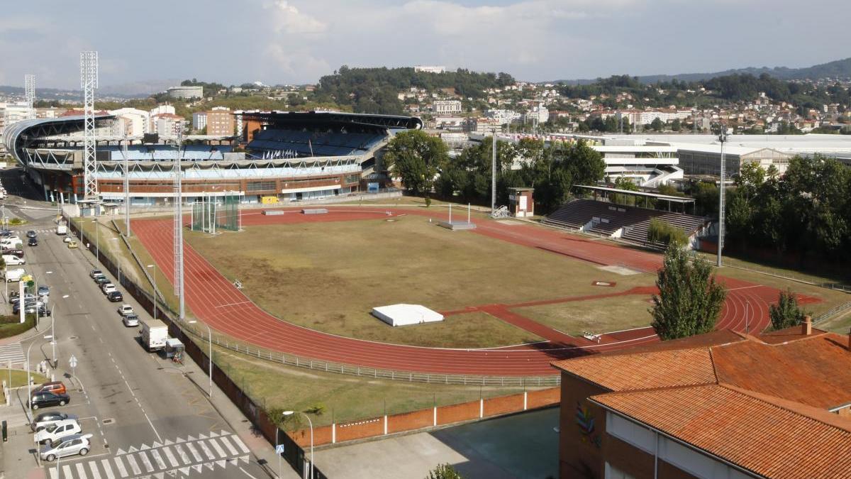 Vista de las pistas de atletismo de Balaídos, una de las instalaciones deportivas municipales que reabren. // Alba Villar