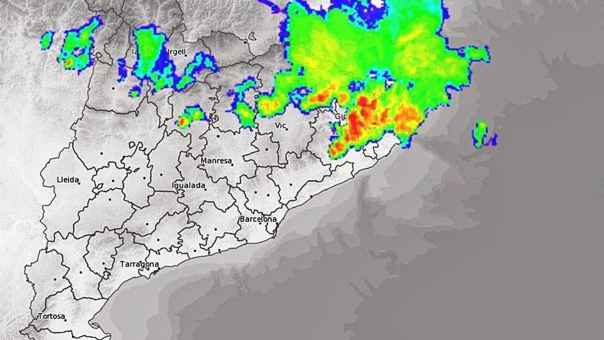 Migdia de tempestes, vent i calamarsa arreu de la província