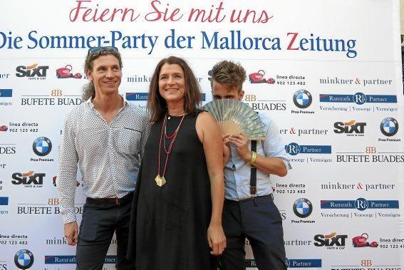 MZ-Redakteure Frank Feldmeier und Patrick Schirmer Sastre mit MZ-Layouterin Marion Dörr