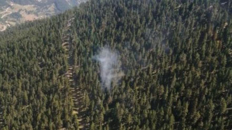 Dues columnes de fum fan saltar l'alarma en zones forestals de la Josa i Tuixén i a Bellprat