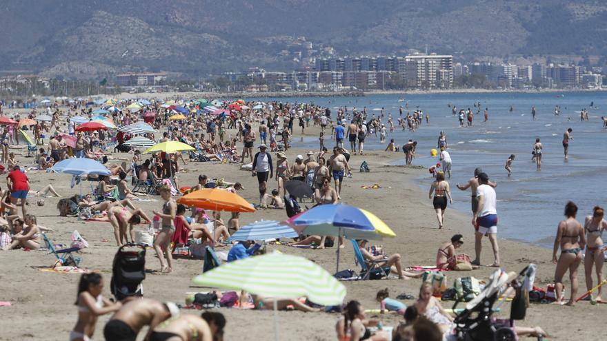 Asisten a dos bañistas con síntomas de ahogamiento en Benicàssim y Orpesa