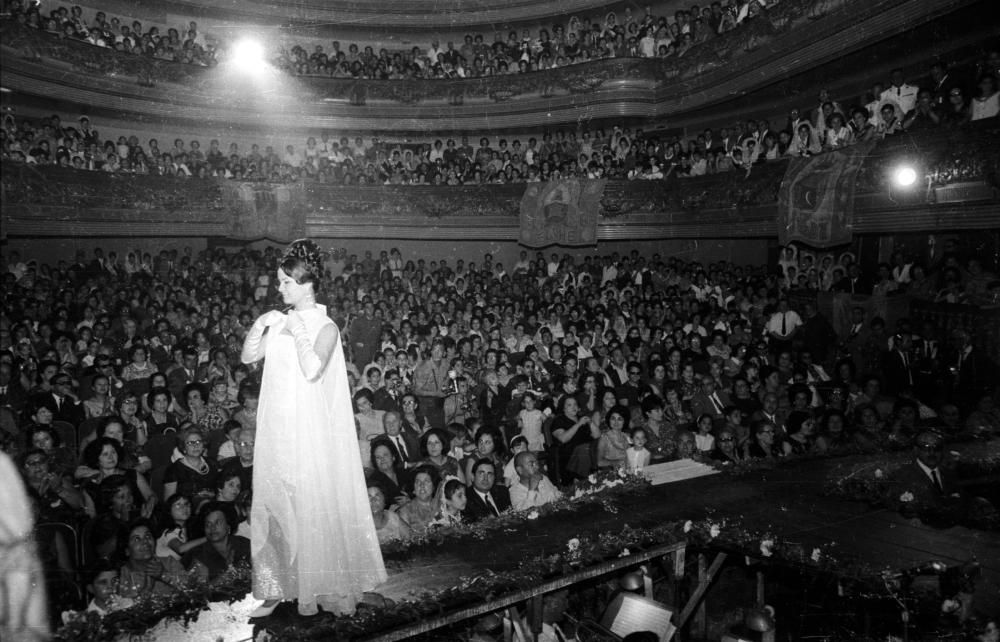 Estos días en los que deberíamos estar celebrando la Gala de elección, recordamos las imágenes de Perfecto Arjones tomadas en los años 60-70.