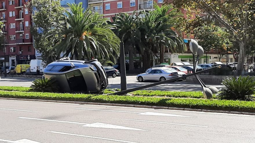 Espectacular accidente en la avenida Blasco Ibáñez de València