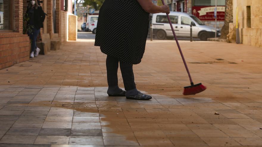 Dispositivo especial para eliminar la capa de arena sahariana en Alicante