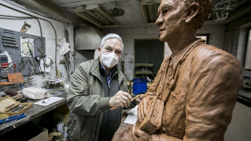 Homenaje en bronce para Jaime Martínez: la Ópera, el rugby y la medicina, en un busto para la eternidad en Oviedo