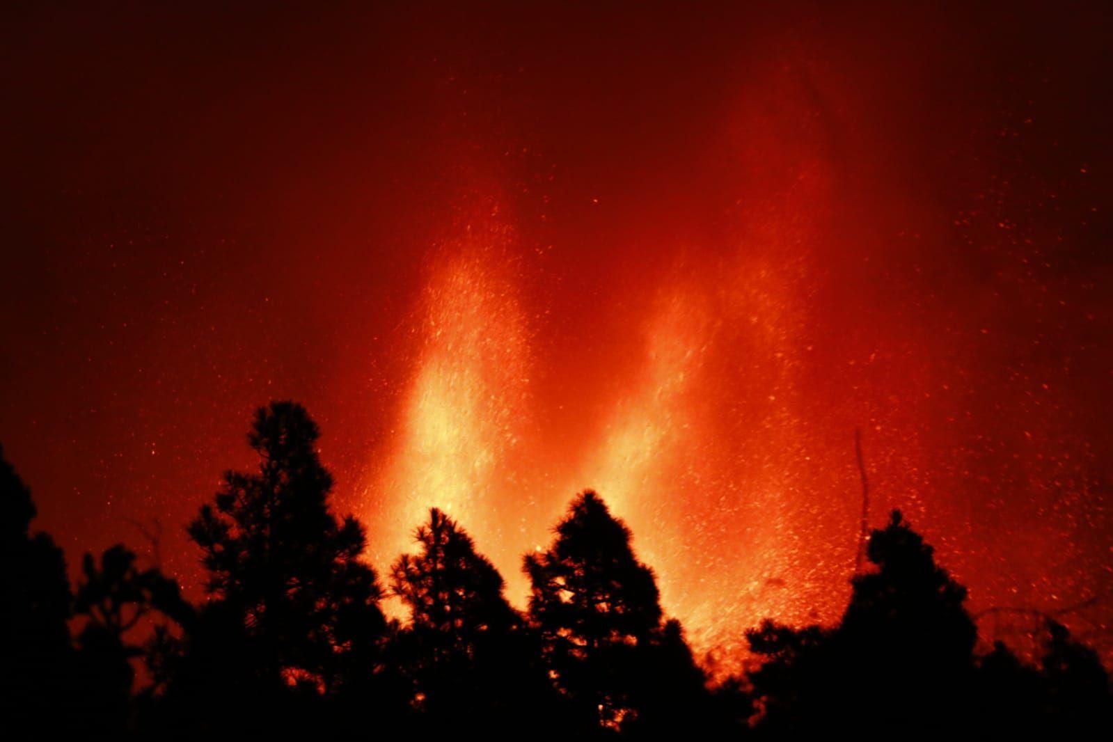 Erupción volcánica: la lava de noche