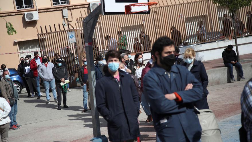 Los casos activos en centros educativos de Galicia se mantienen en 631 y las aulas cerradas aumentan a 39