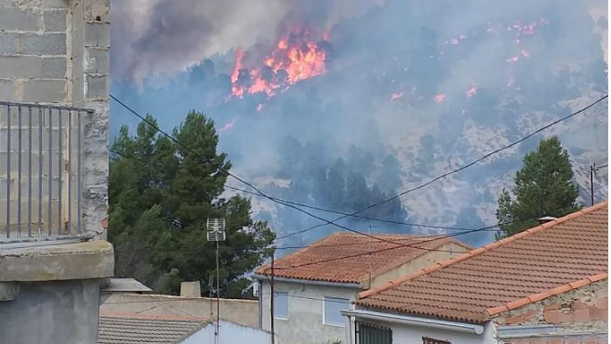 Controlado el incendio forestal en Requena