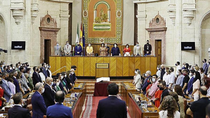 Minuto de silencio en el Parlamento andaluz por el bombero fallecido
