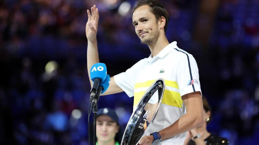 Un histórico Djokovic gana su noveno Open de Australia arrasando a Medvedev